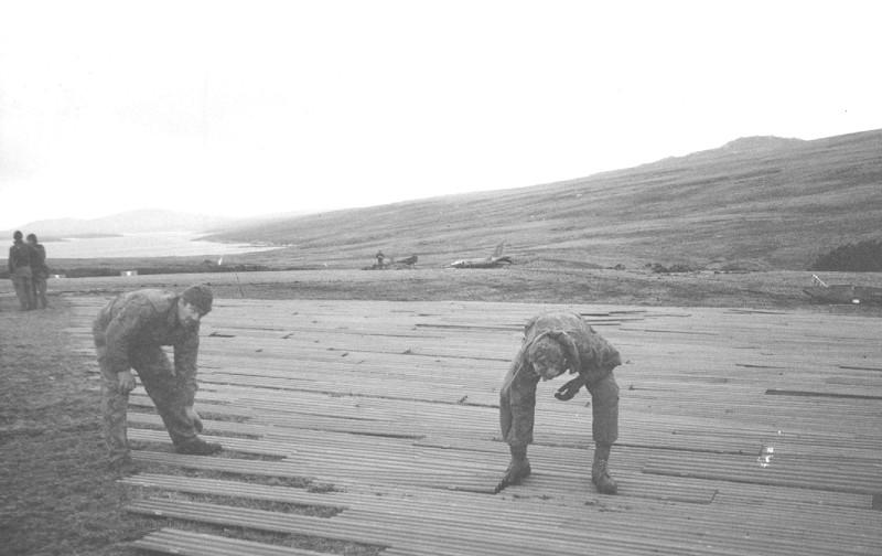HMS Invincible and the Malvinas War in 1982 Cas066