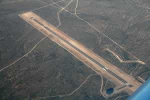 Ingleses construyen aeropuerto gigante en la patagonia Argentina sin ningún control  Pistaaerea_lewis